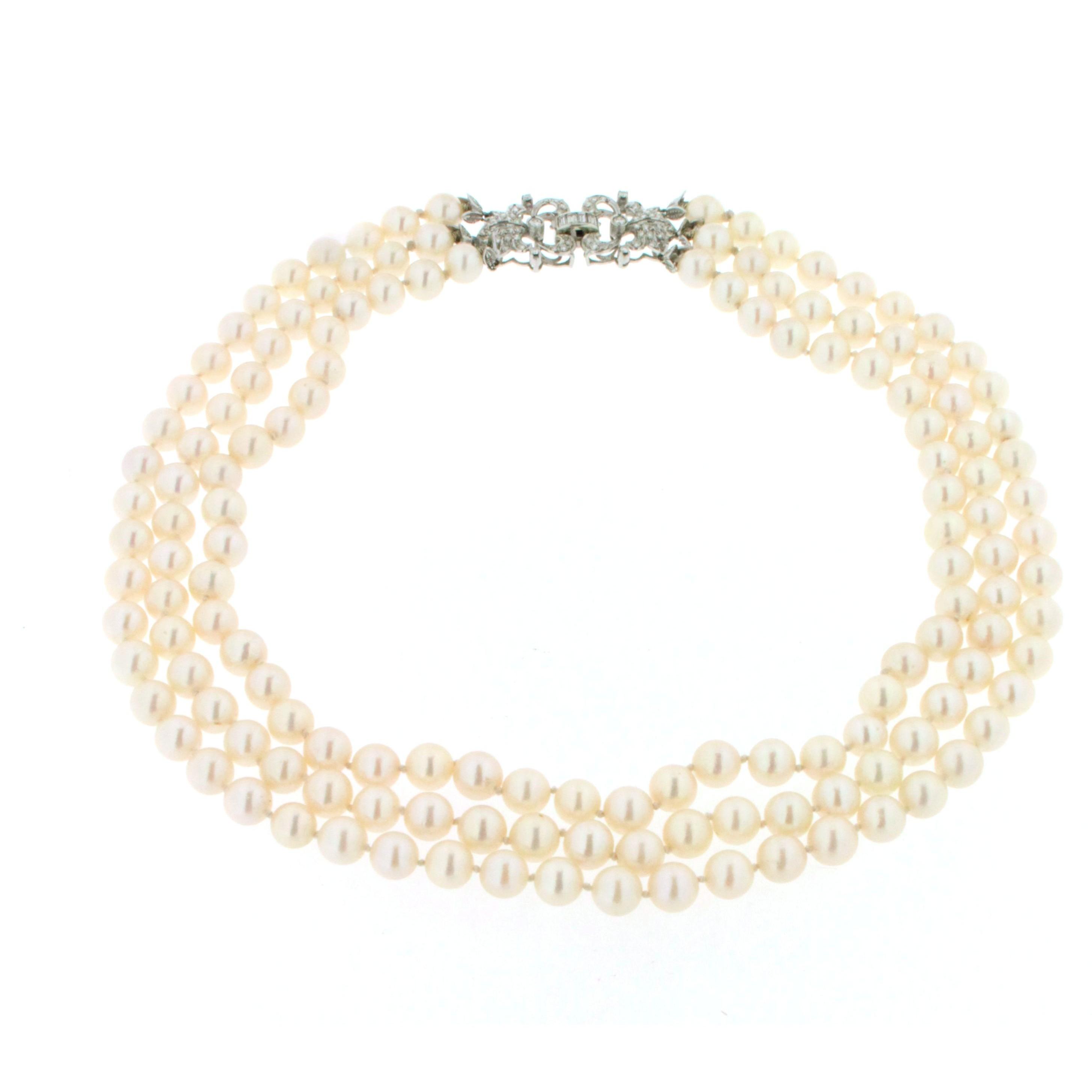 molto carino 2149f b02ed Collana di perle di mare con chiusura in oro bianco e diamanti.