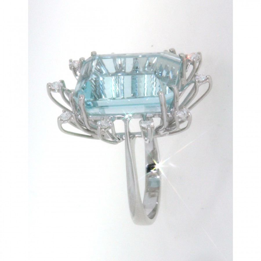 Anello in oro bianco 18 kt, con acqua marina e diamanti