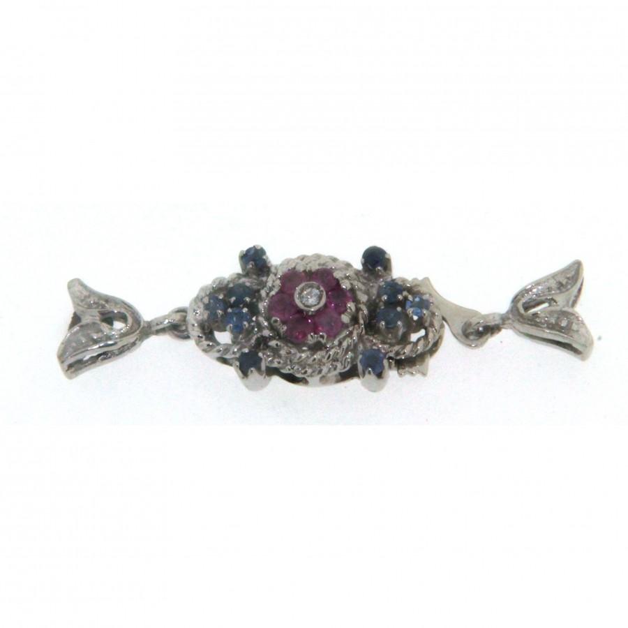 Chiusura  in oro bianco 18 kt d'epoca risalente a circa la metà del 900 con zaffiri blu rubini e diamanti usata
