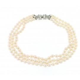 Collana di perle di mare con chiusura in oro bianco e diamanti.
