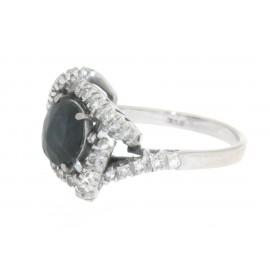 Anello in oro bianco 18 kt, stile antico, con zaffiro blu centrale e diamanti