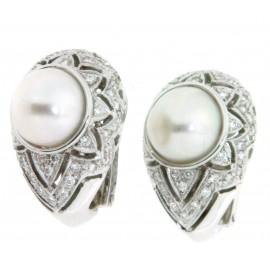 Paio di orecchini in oro 18 kt, con diamanti e due perle
