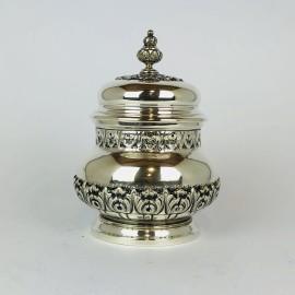Zuccheriera in argento 800 base circolare anni 50 sbalzata a mano con decori a festone