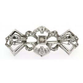 Spilla usata, d'epoca, anni '40/'50, borbonica, in oro bianco, monta 56 diamanti e una perla barocca naturale
