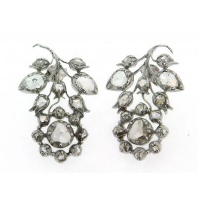 Paio di orecchini in oro bianco 9 kt, stile antico, con diamanti