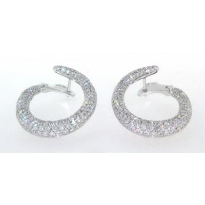 Paio di orecchini a cerchio, in oro bianco 18 kt, con pavè di diamanti