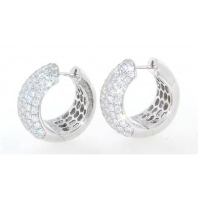 Paio di orecchini a cerchio, in oro bianco 18 kt, con pavè di diamanti, taglio brillante