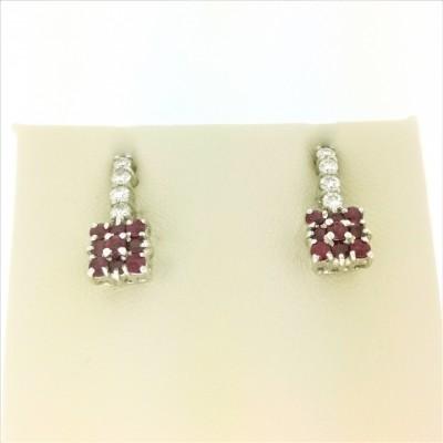 Orecchini in oro bianco 18 Kt  e diamanti taglio brillante 0,28 e rubini 0,78 ct, peso 3,88
