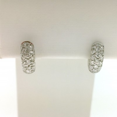 Orecchini in oro bianco 18 Kt e diamanti totale carati 0,63. Peso 2,99 gr.