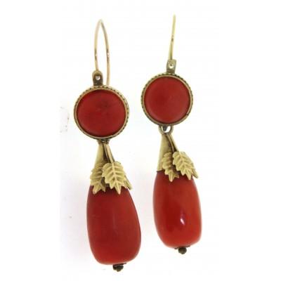 Paio di orecchini in oro 18 kt con corallo, in stile antico