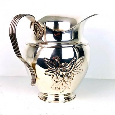 Brocca in argento 800 d'epoca con manico lavorata e disegno floreale a sbalzo
