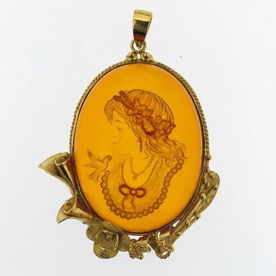 Ciondolo oro18 kt con ambra