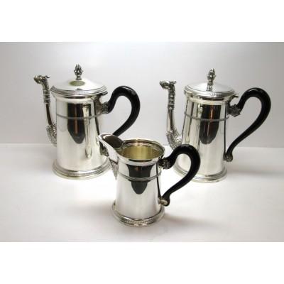 Servizio di tre pezzi in argento 800 caffettiera lattiera e teiera con manici in legno nero usato