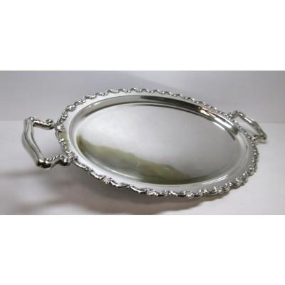 Vassoio ovale in argento, lavorato, d'epoca, fine anni '60, con manici, usato.