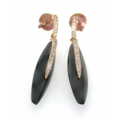 Paio di orecchini in oro rosa, con onice e diamanti