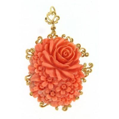 Ciondolo in oro 18 kt, con corallo arancione lavorato
