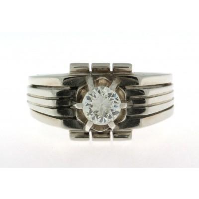 Anello da uomo, in oro bianco 18 kt, anni '50/'60, con diamante, montatura a griffe