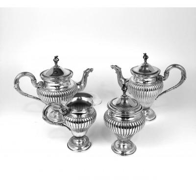 Servizio da tè, in argento, d'epoca, usato ,composto da quattro pezzi: