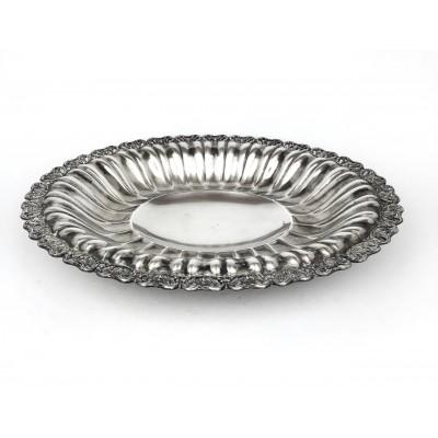 Piatto ovale,centro tavola, argento 800,stile antico , con bordo traforato  peso totale gr.687,00 Misure: cm.39,50 x31,00 Usato
