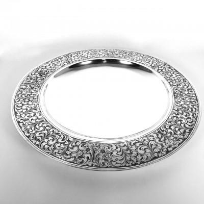 Piatto rotondo in argento 800 con decorazioni a incisioni fatte a mano d'epoca